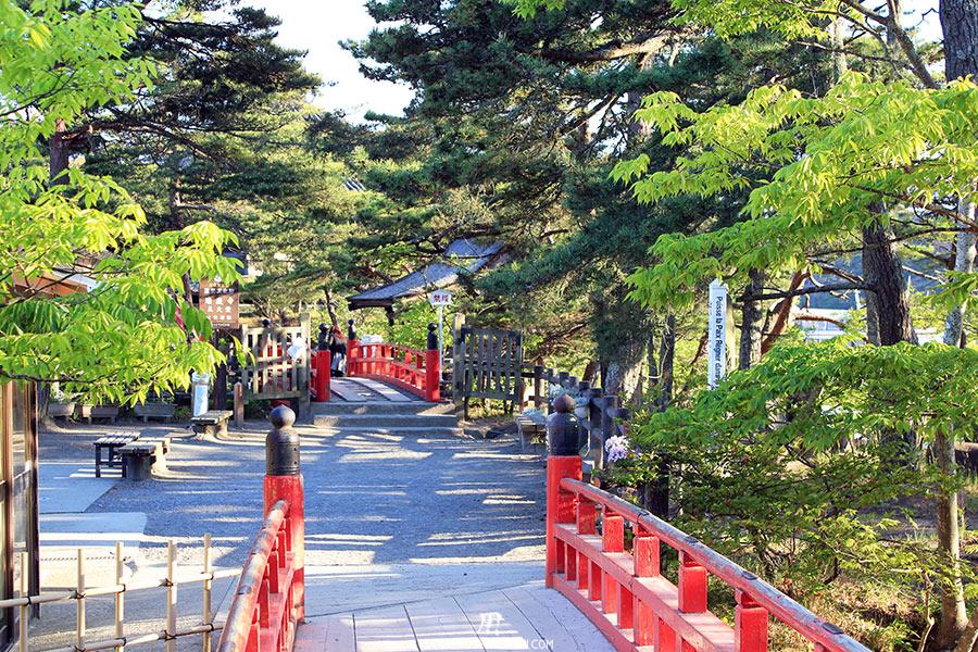 matsushima-tohoku-nihon-sankei-temple-godaido-enchainement-pont-rouge
