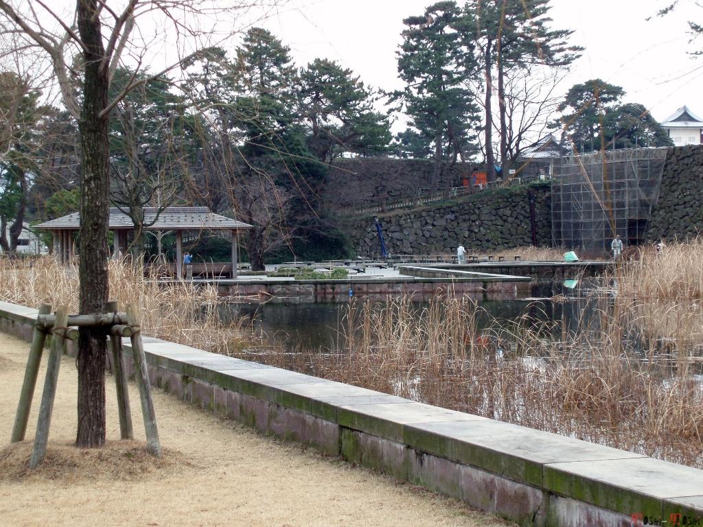 chateau-kanazawa-hiver-bassin-exterieur