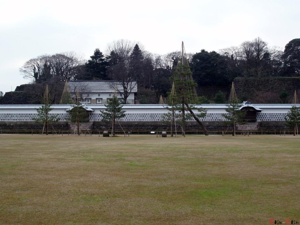 chateau-kanazawa-hiver-cour-entree-mur-enceinte