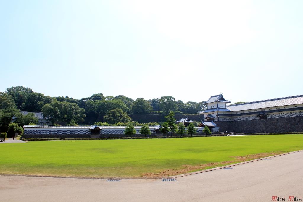 chateau-kanazawa-ete-cour-exterieure-2