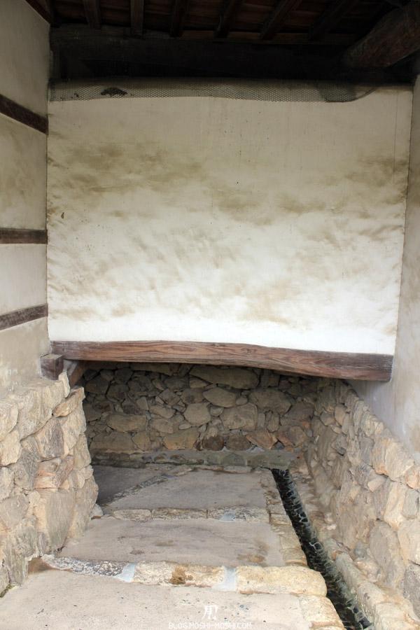 himeji-chateau-passage-bas-hauteur-epaisseur-mur