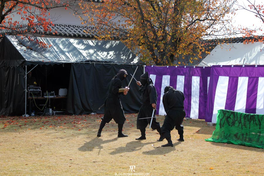 himeji-chateau-spectacle-ninja-contre-katana