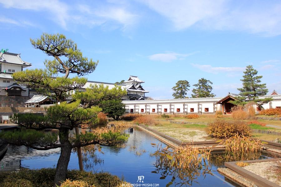 chateau-kanazawa-saison-momiji-automne-jardin-interieur-etang