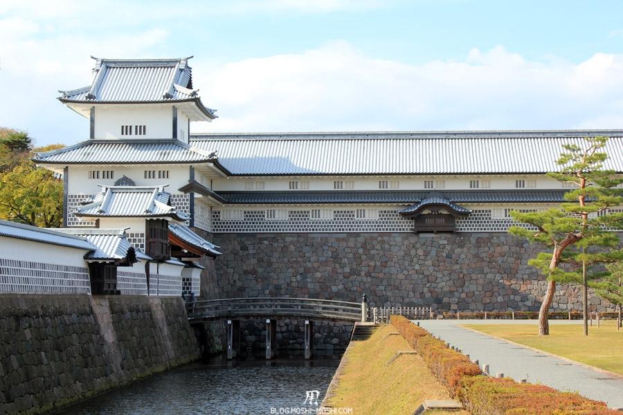 chateau-kanazawa-saison-momiji-automne-pont-entree-cours-gros-plan