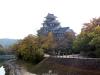okayama-chateau-corbeau-saison-momiji-en-hauteur-douve-proche