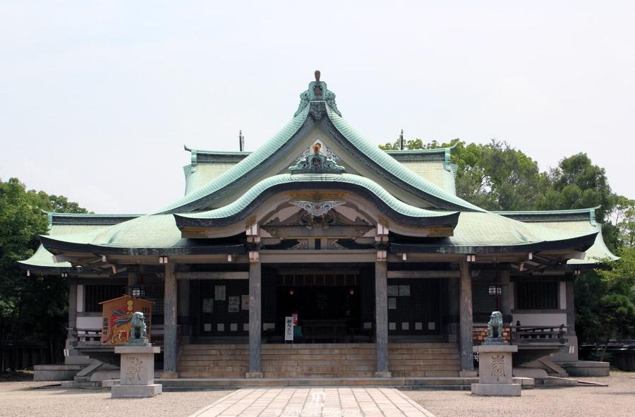 osaka-chateau-jardin-sanctuaire-hokoku-face