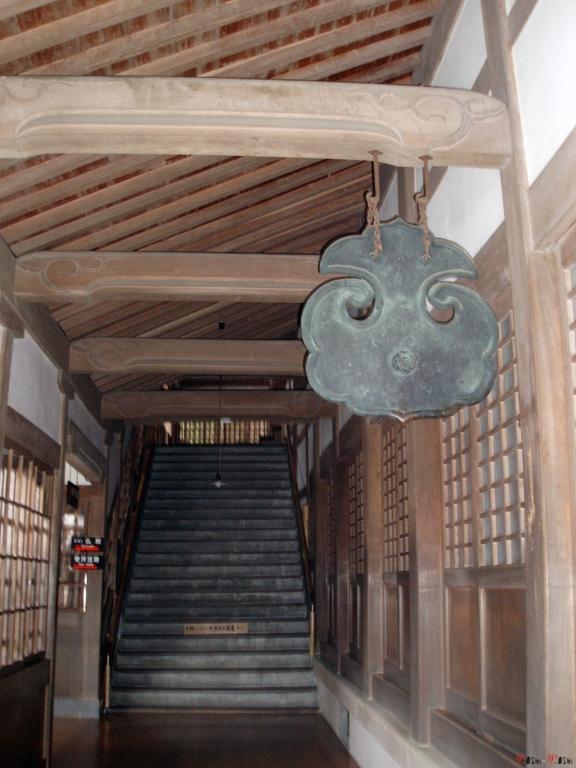 eihei-ji-enseigne-couloir