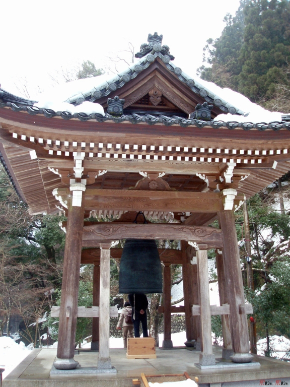 eihei-ji-jardin-cloche-priere