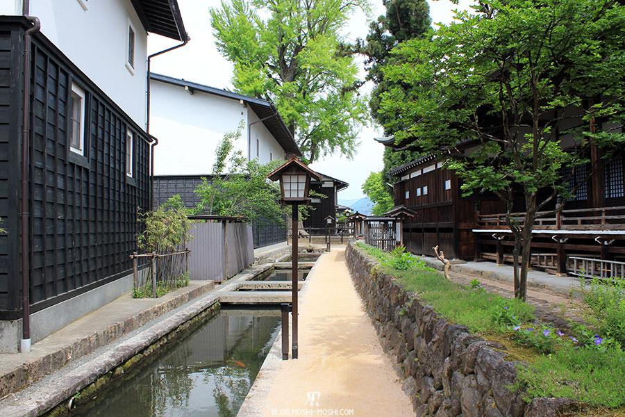 gifu-hida-furukawa-vieille-ville-petits-canaux-lanterne-papier-verdure