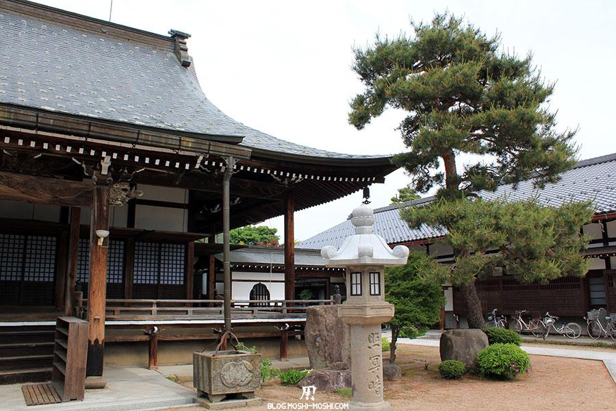 gifu-hida-furukawa-vieille-ville-temple-honko-ji-honden-lanterne