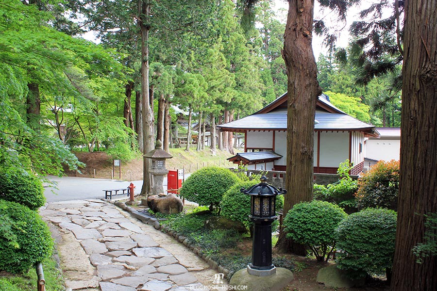 hiraizumi-patrimoine-unesco-chuson-ji-petite-allee-arboree-lanternes