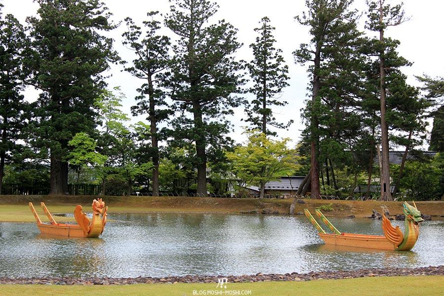 hiraizumi-patrimoine-unesco-motsu-ji-barques-dragons-gros-plan