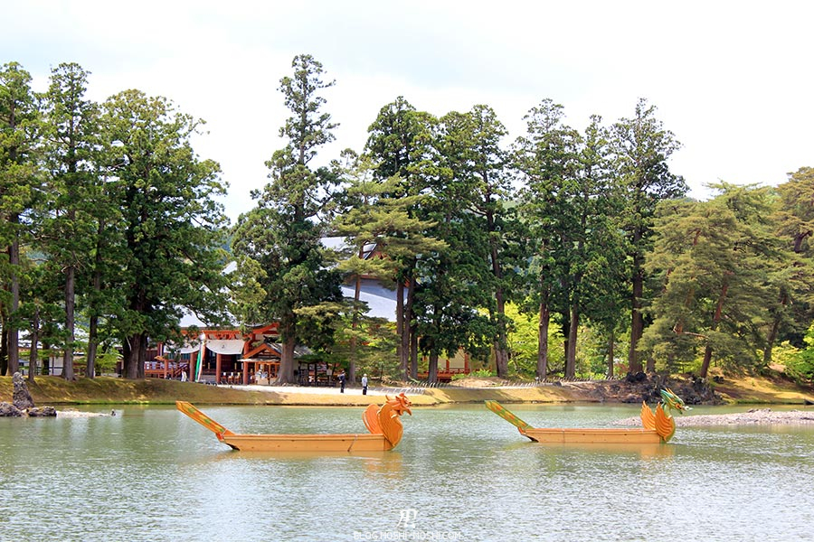 hiraizumi-patrimoine-unesco-motsu-ji-barques-dragons-zoom