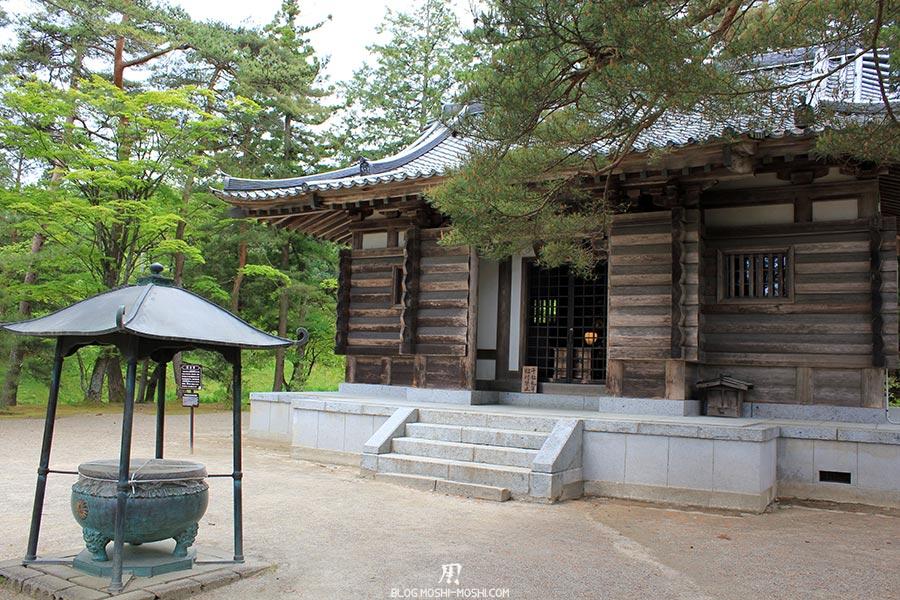 hiraizumi-patrimoine-unesco-motsu-ji-petit-hall-vue-face-encens