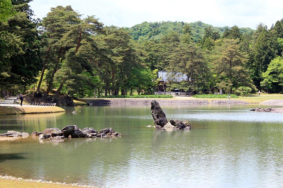 hiraizumi-patrimoine-unesco-motsu-ji-rochers-iles-sud-est-oizumi