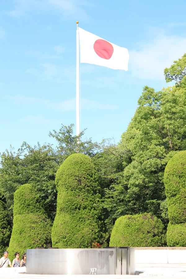 hiroshima-parc-memorial-paix-drapeau-japon