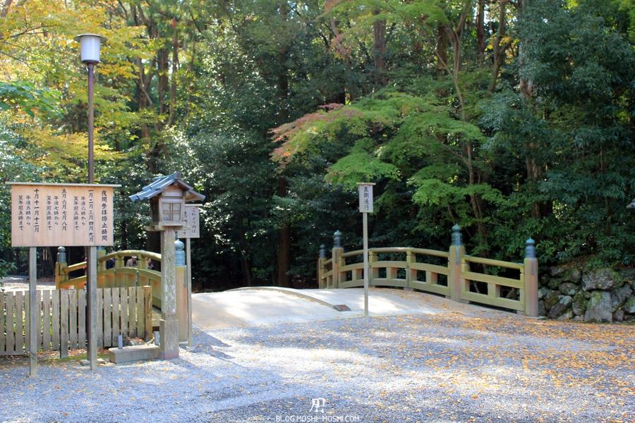 Ise-jingu-sanctuaire-exterieur-geku-entree-petit-pont