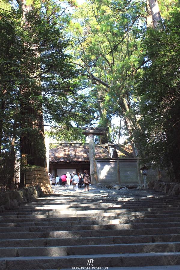 ise-jingu-sanctuaire-interieur-naiku-escalier-acces