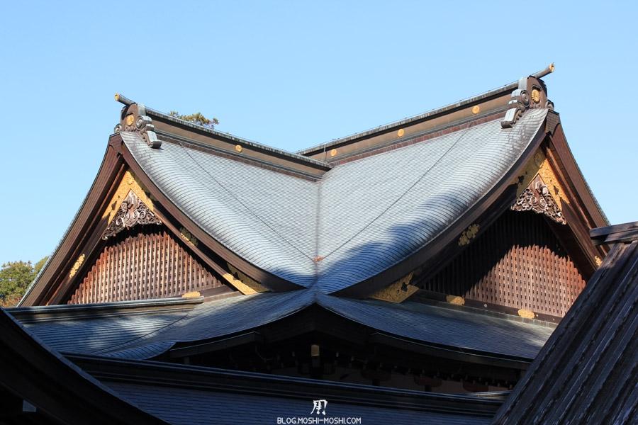 ise-jingu-sanctuaire-interieur-naiku-toits-dores-gros-plan