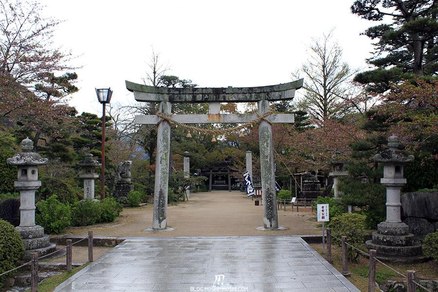 iwakuni-yamaguchi-entree-sanctuaire-torii-pierre