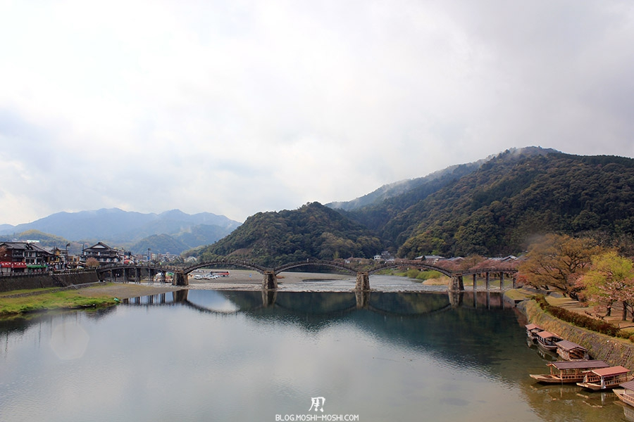 iwakuni-yamaguchi-pont-kintai-riviere-nishiki-vue-face-bateau-peche-cormoran-ukai