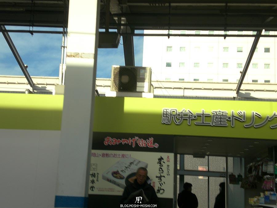 japon-vu-par-enfant-4-ans-gare-boutique