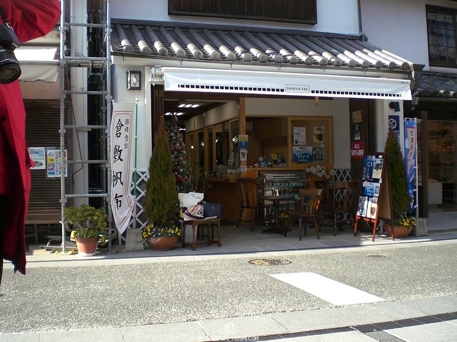japon-vu-par-enfant-4-ans-kurashiki-enseigne-boutique-cadrage-papa