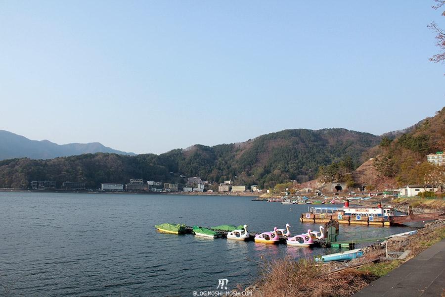 repos-lac-kawaguchiko-berge-lac-flan-montagnes