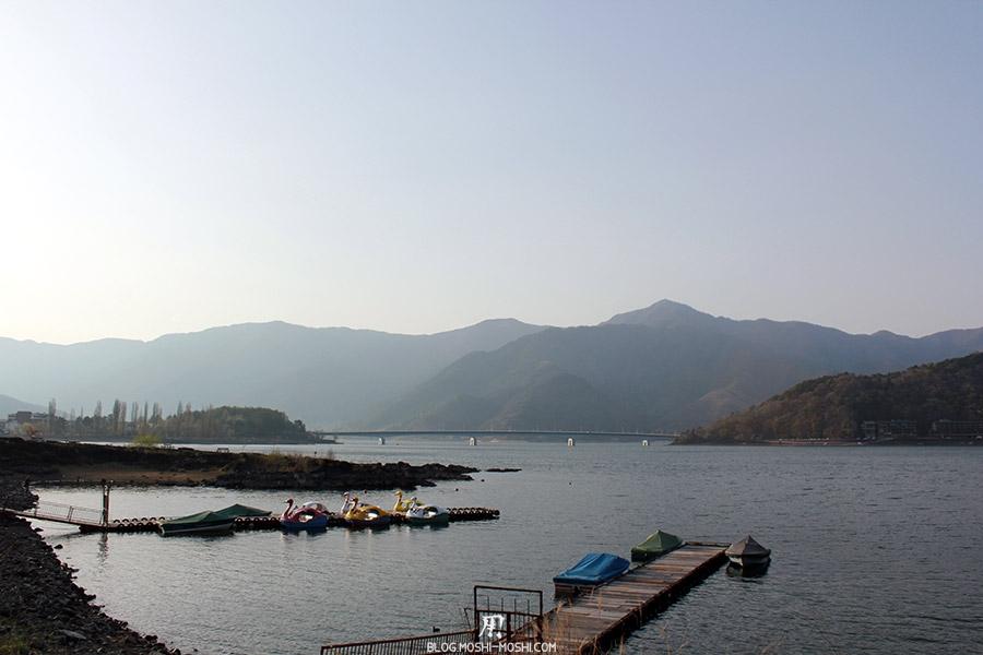 repos-lac-kawaguchiko-berge-lac-pedalos