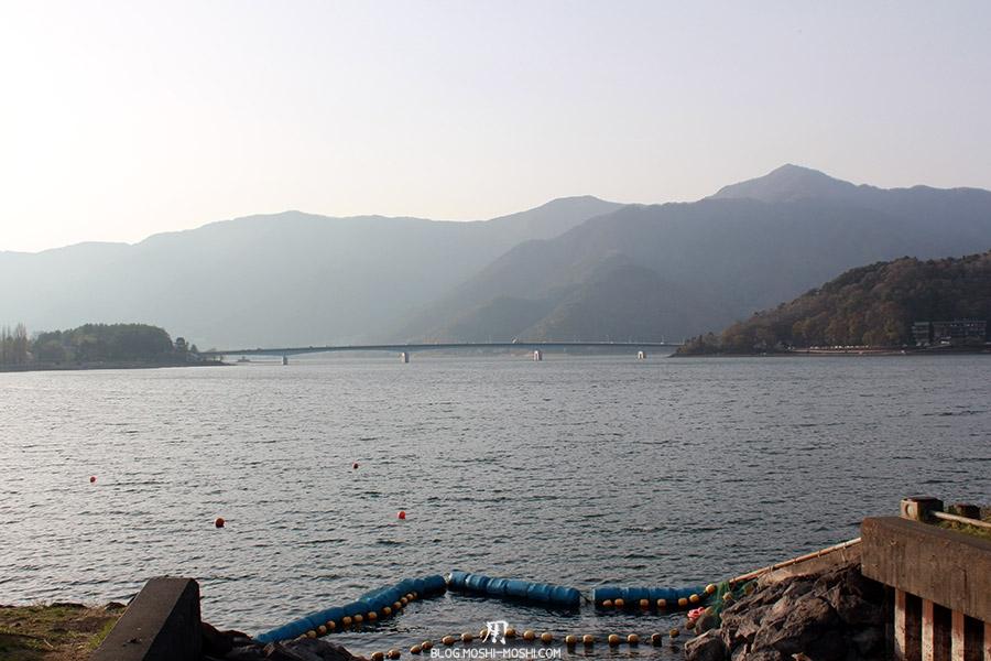 repos-lac-kawaguchiko-berge-lac-pont