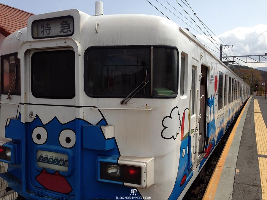 repos-lac-kawaguchiko-fujikyuko-train-mont-fuji-quai