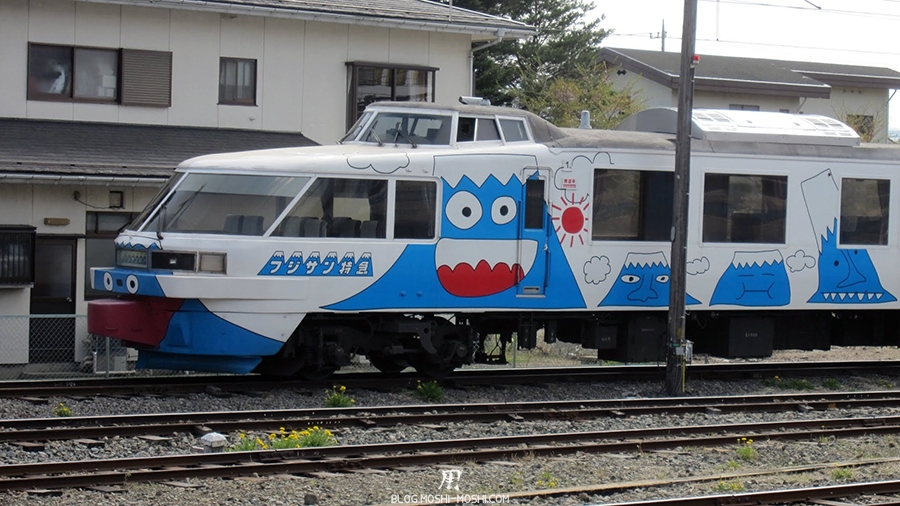repos-lac-kawaguchiko-fujikyuko-train-mont-fuji