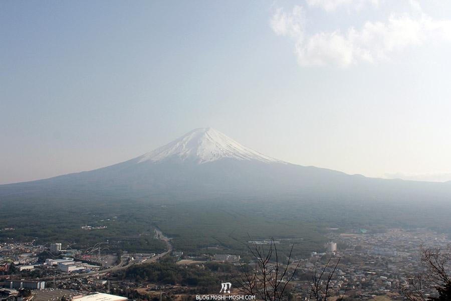 repos-lac-kawaguchiko-telepherique-mont-kachi-kachi-mont-fuji-vue-large