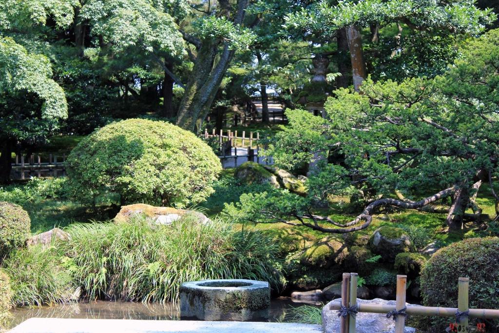parc-kenrokuen-ete-vieille-fontaine-japon