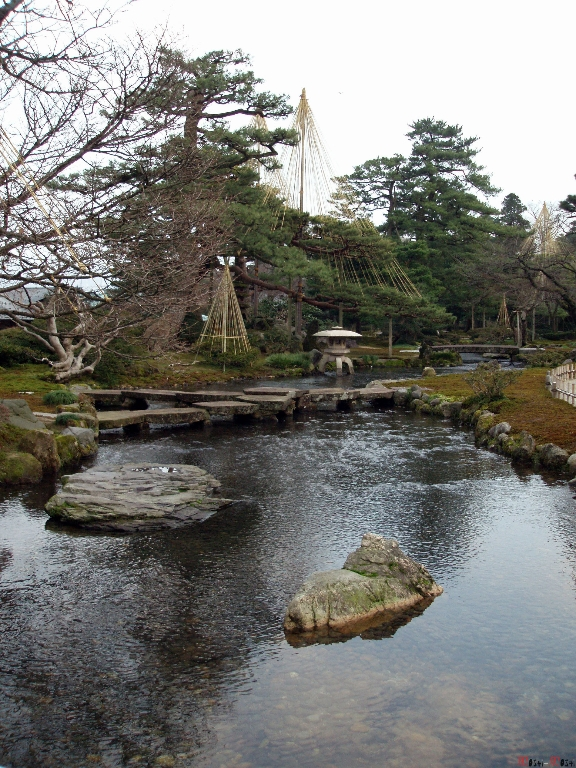 parc-kenrokuen-hiver-pont-ganko-bashi