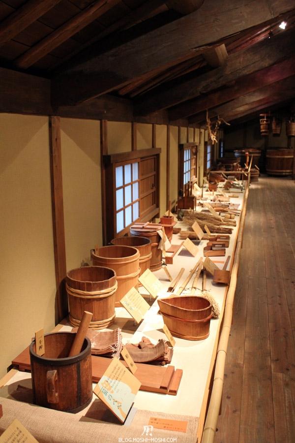 kobe-cave-a-sake-sawa-no-tsuru-anciens-outils