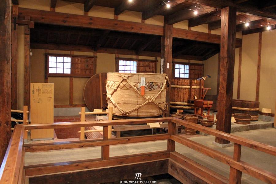 kobe-cave-a-sake-sawa-no-tsuru-cuves-bois-sake