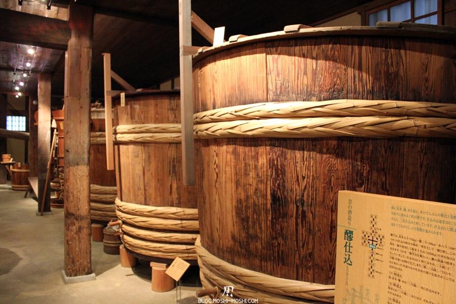 kobe-cave-a-sake-sawa-no-tsuru-enorme-cuve-bois-stockage