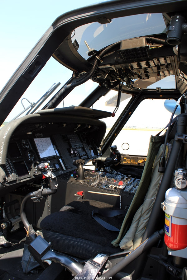 base militaire Japon Komatsu-air-rescue-force-cockpit-helicopter