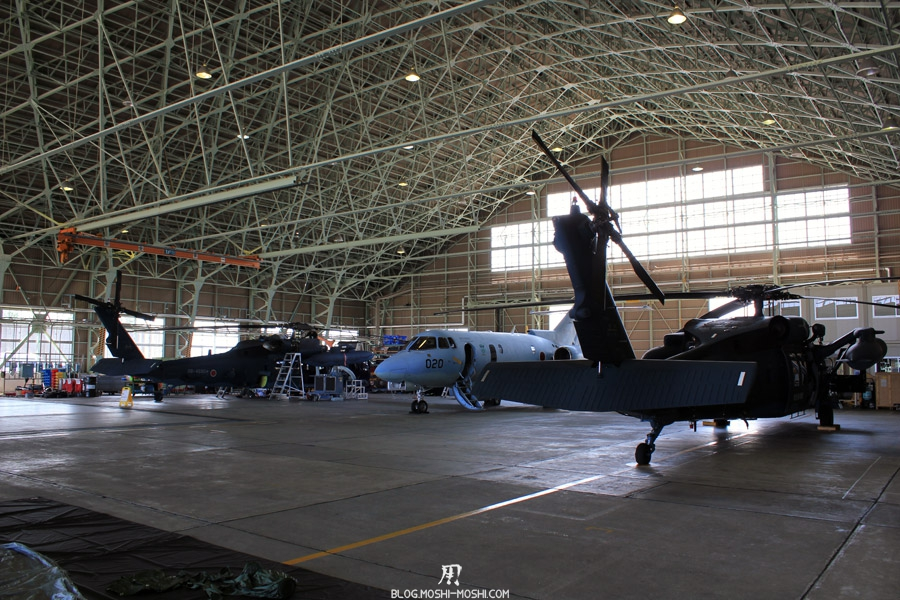base militaire japonaise Komatsu-air-rescue-force-hangar-attente