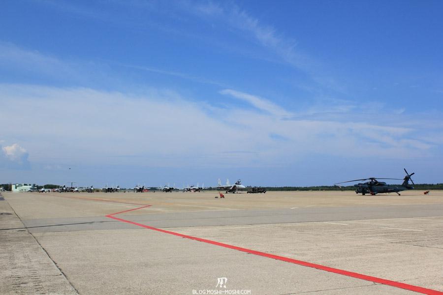 base-militaire-japon-komatsu-air-rescue-force-piste-preparation-engins-sortie