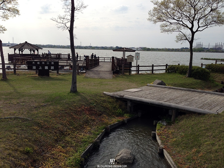 Komatsu-parc-kibagata-lac-kiba-ruisseau-ponton