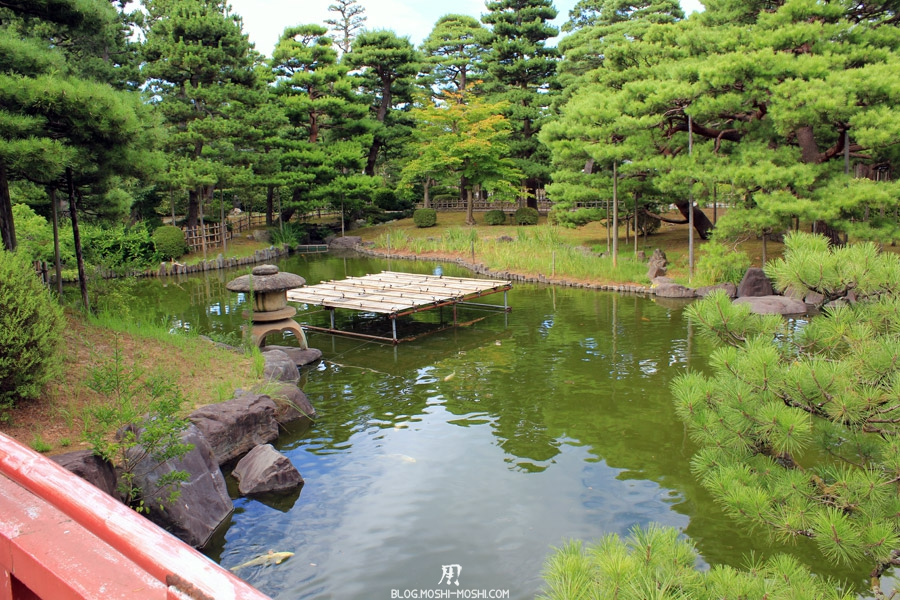 komatsu-parc-rojyou-etang-carpes-koi