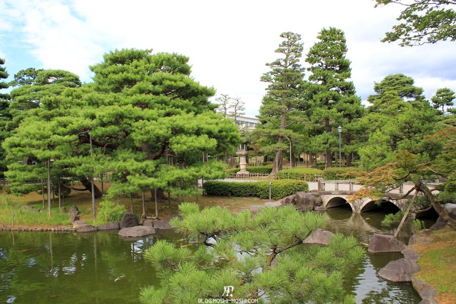 komatsu-parc-rojyou-etang-petit-pont-pierre.jpg