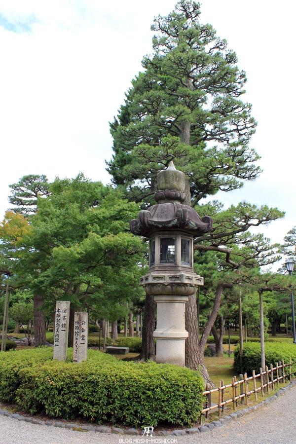 komatsu-parc-rojyou-grosse-lanterne-pierre-kenrokuen