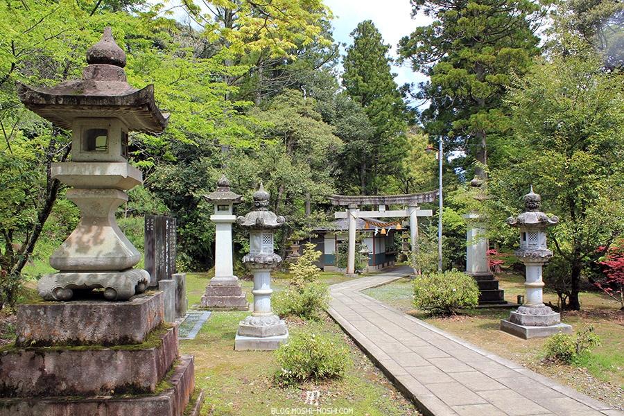 komatsu-temple-natadera-chemin-pierre-lanternes-pierre