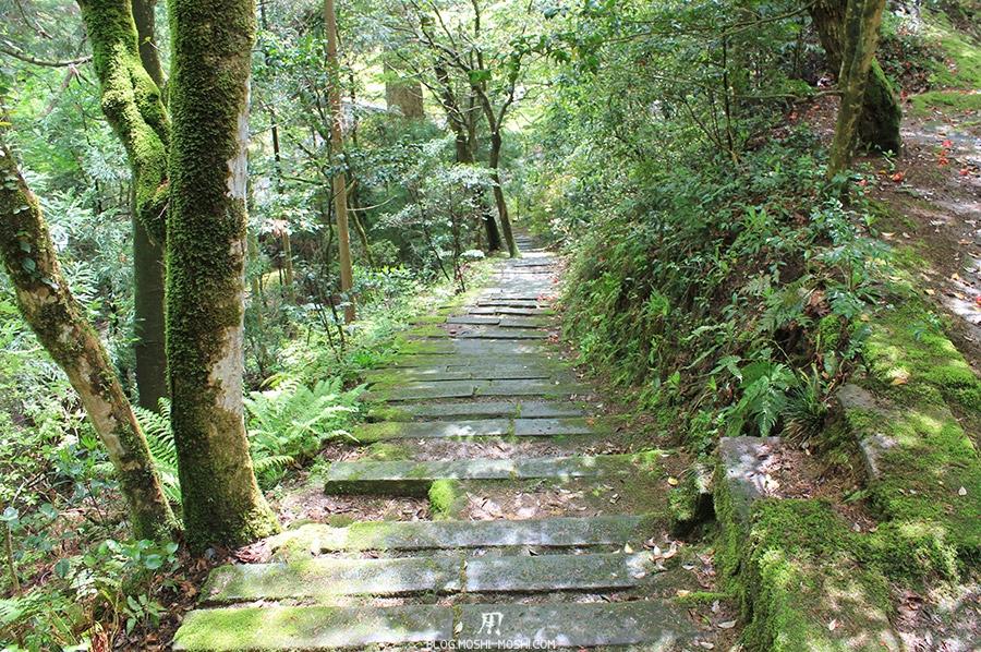 komatsu-temple-natadera-descente-escalier-pierre-foret