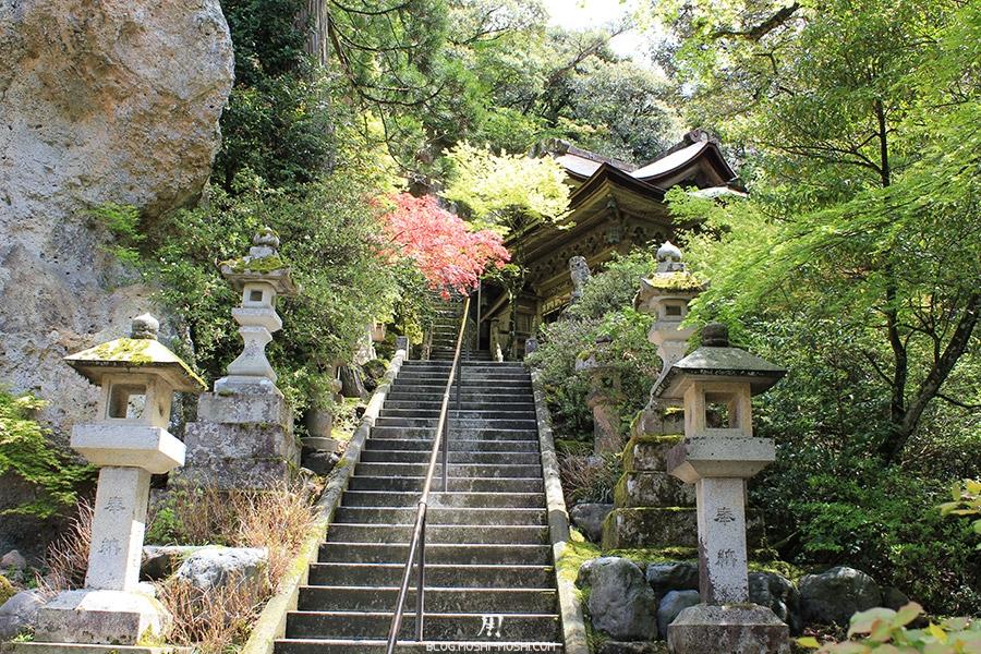 komatsu-temple-natadera-escalier-montee-lanternes