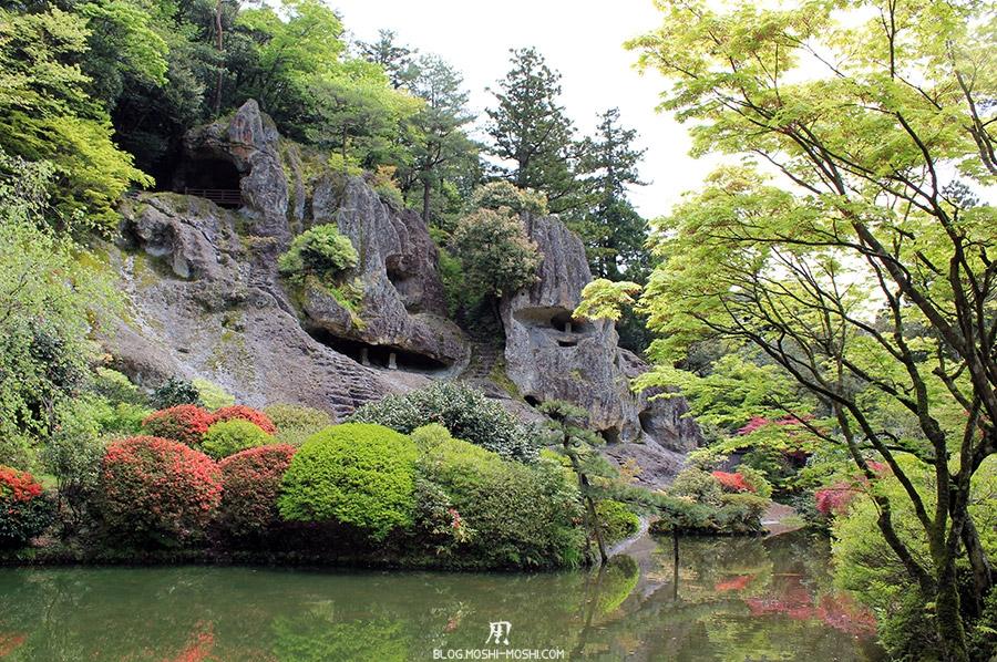 komatsu-temple-natadera-falaises-grottes-etang