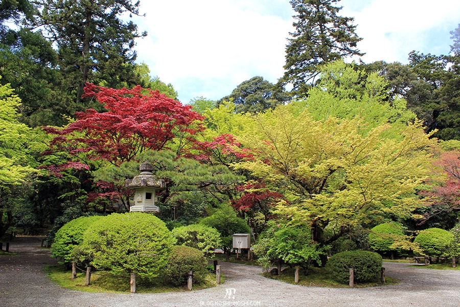 komatsu-temple-natadera-ilot-buisson-lanterne